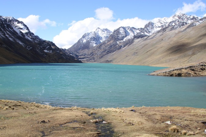 Laguna Quta Quita nestles amongst the Cordillera Real