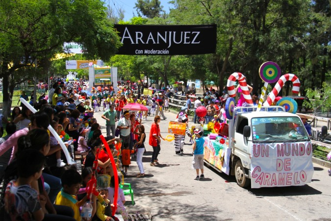 Children's float, Carneval, Tarija, Bolivia