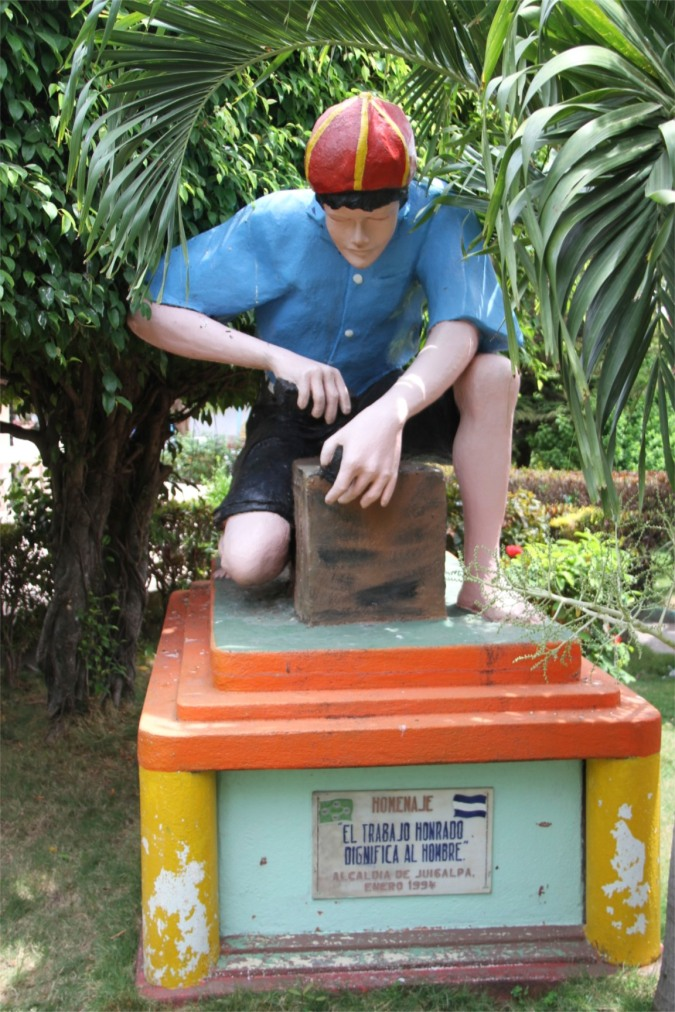 Shoe shine statue, Juigalpa, Nicaragua