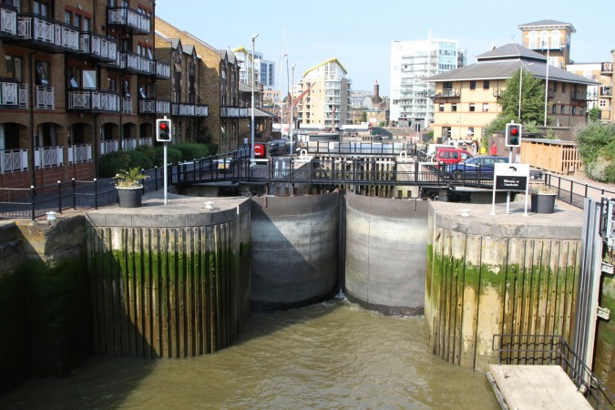 Locks between River Thames and Limehouse Basin, Lee Valley, London, England