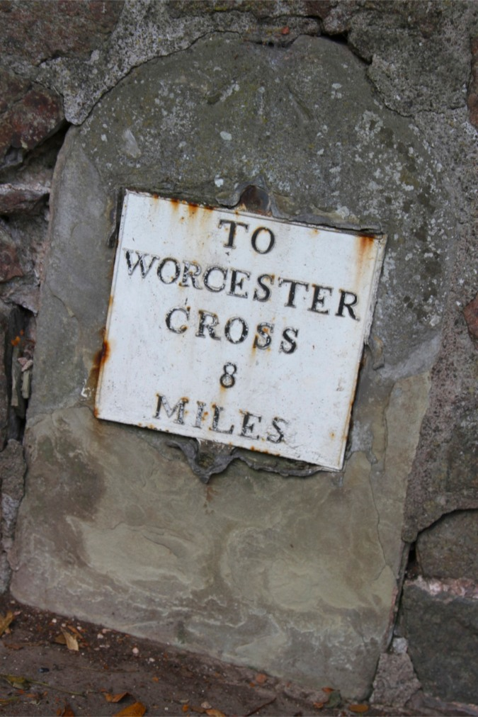 Old sign to Worcester in Malvern, Worcestershire, England