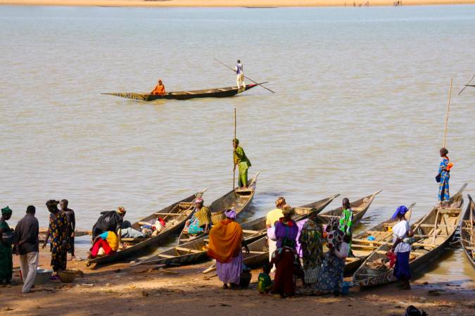 Boats and people, Niger River, Mopti, Mali, Africa