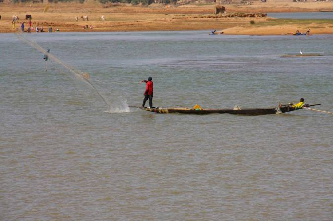 Fishing on the Niger River, Mopti, Mali, Africa