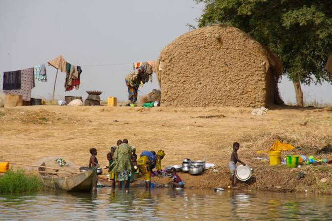 Small community on the bank of the Niger River, Mali, Africa