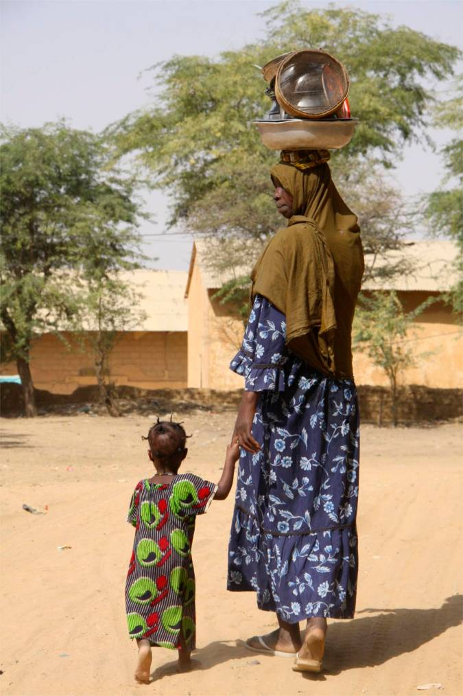 Woman and child in Niafunké, Niger River, Mali, Africa