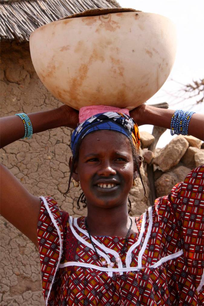 Young girl with pot, Dogon region, Mali, Africa