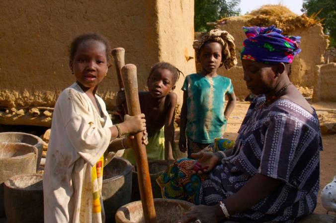 Pounding millet, Enndé, Dogon Country, Mali, Africa