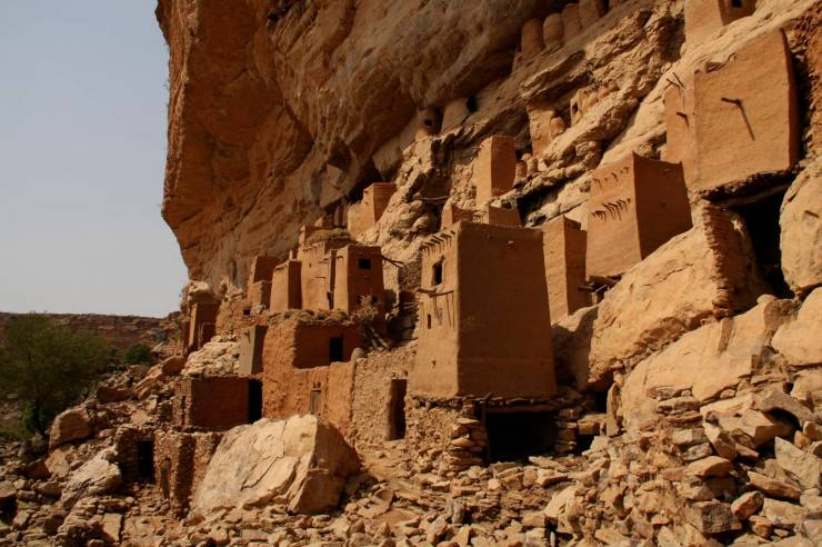 Tellem and Dogon structures, Enndé, Dogon Country, Mali, Africa