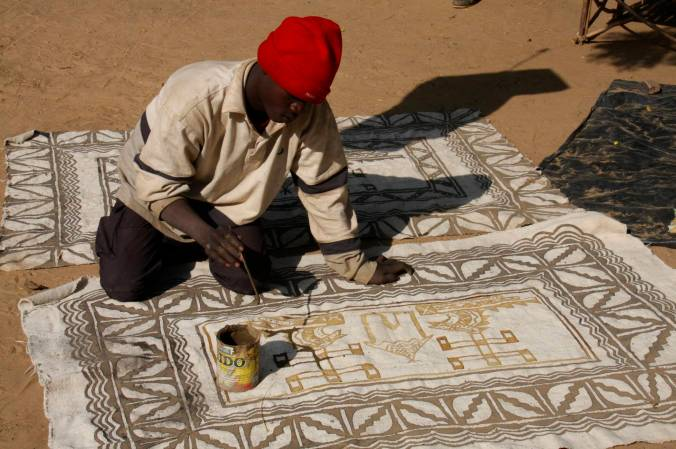 Painting cloth, Ennde, Dogon Country, Mali, Africa