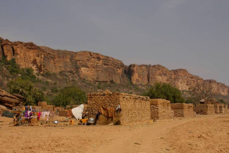 Village and Bandiagara plateau, Dogon Country, Mali, Africa