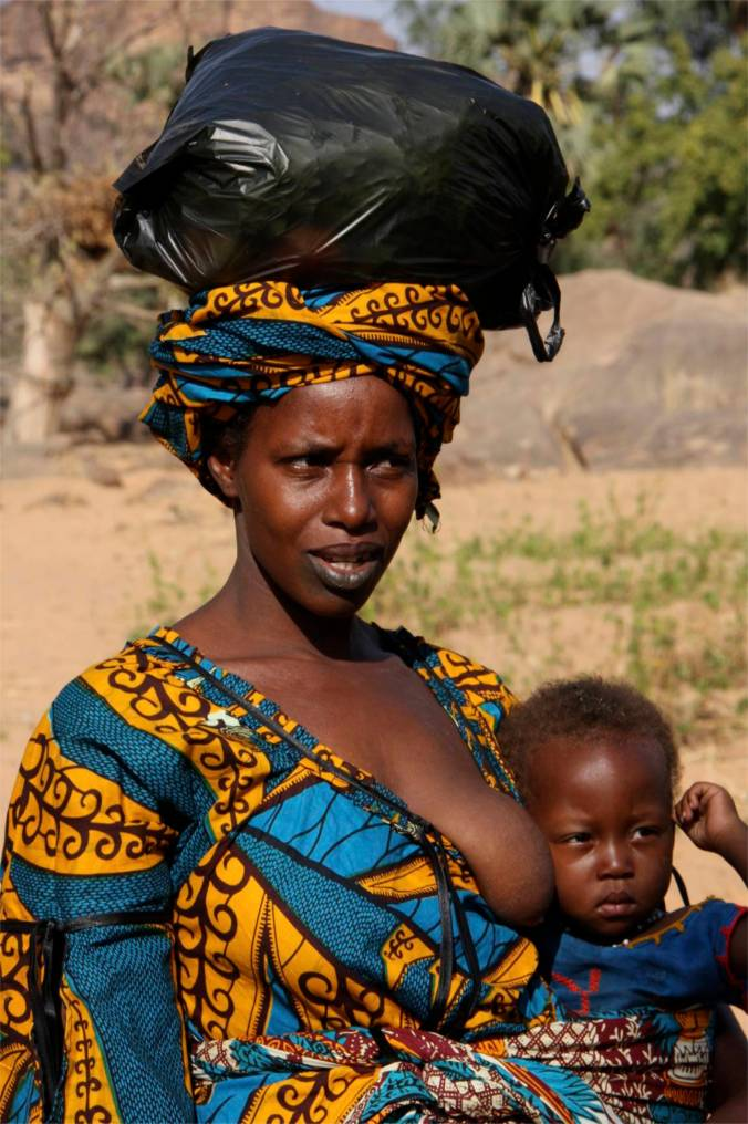 Women returning from the market, Dogon Country, Mali, Africa