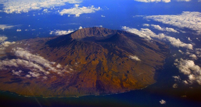 Pico do Fogo, taken from an Airbus cockpit by Aldo Bien (Wikimedia Commons)