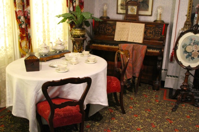 1890s parlour, Geffrye Museum, London, England