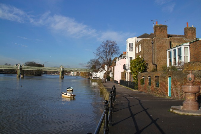 Strand-on-the-Green, River Thames, Kew, London, England
