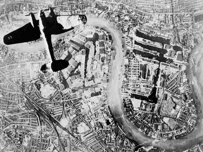 Heinkel bomber over Isle of Dogs © Wikipedia Commons