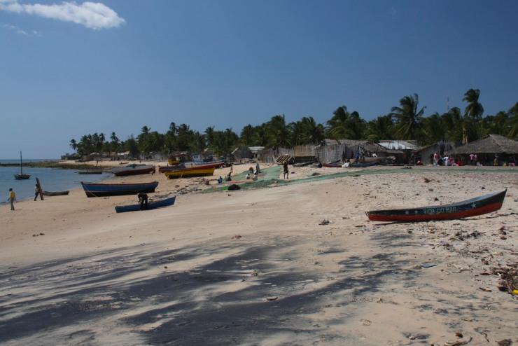 Beach and boats, Bairro de Paquitequete, Pemba, Mozambique, Africa