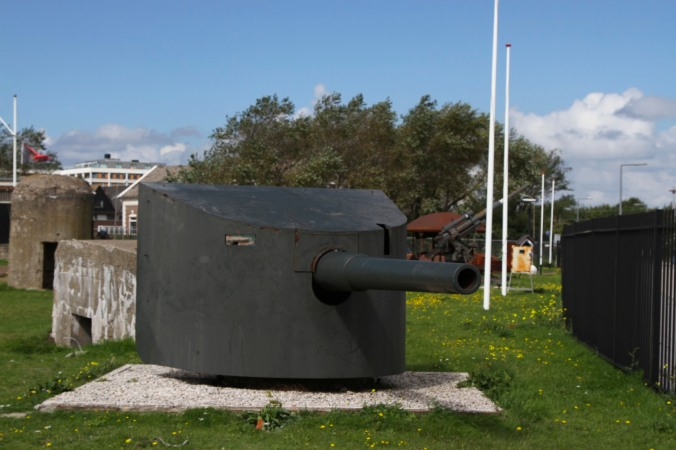 Gun, Fort 1881, Atlantic Wall at Hook of Holland, Netherlands
