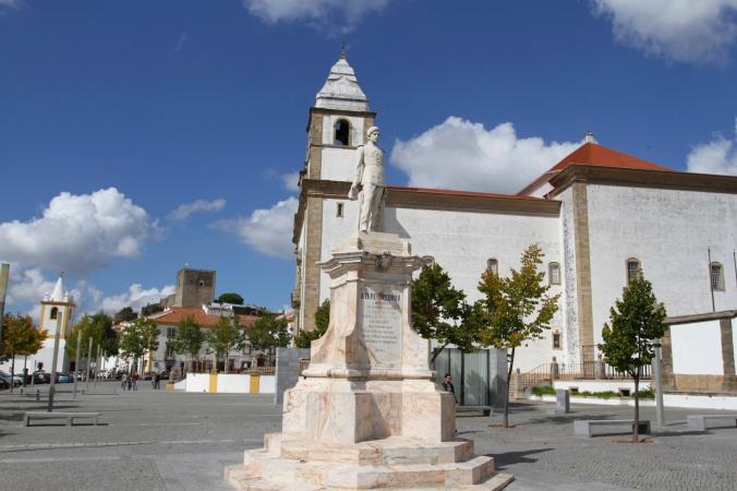 Town square, Castelo de Vide, Portugal