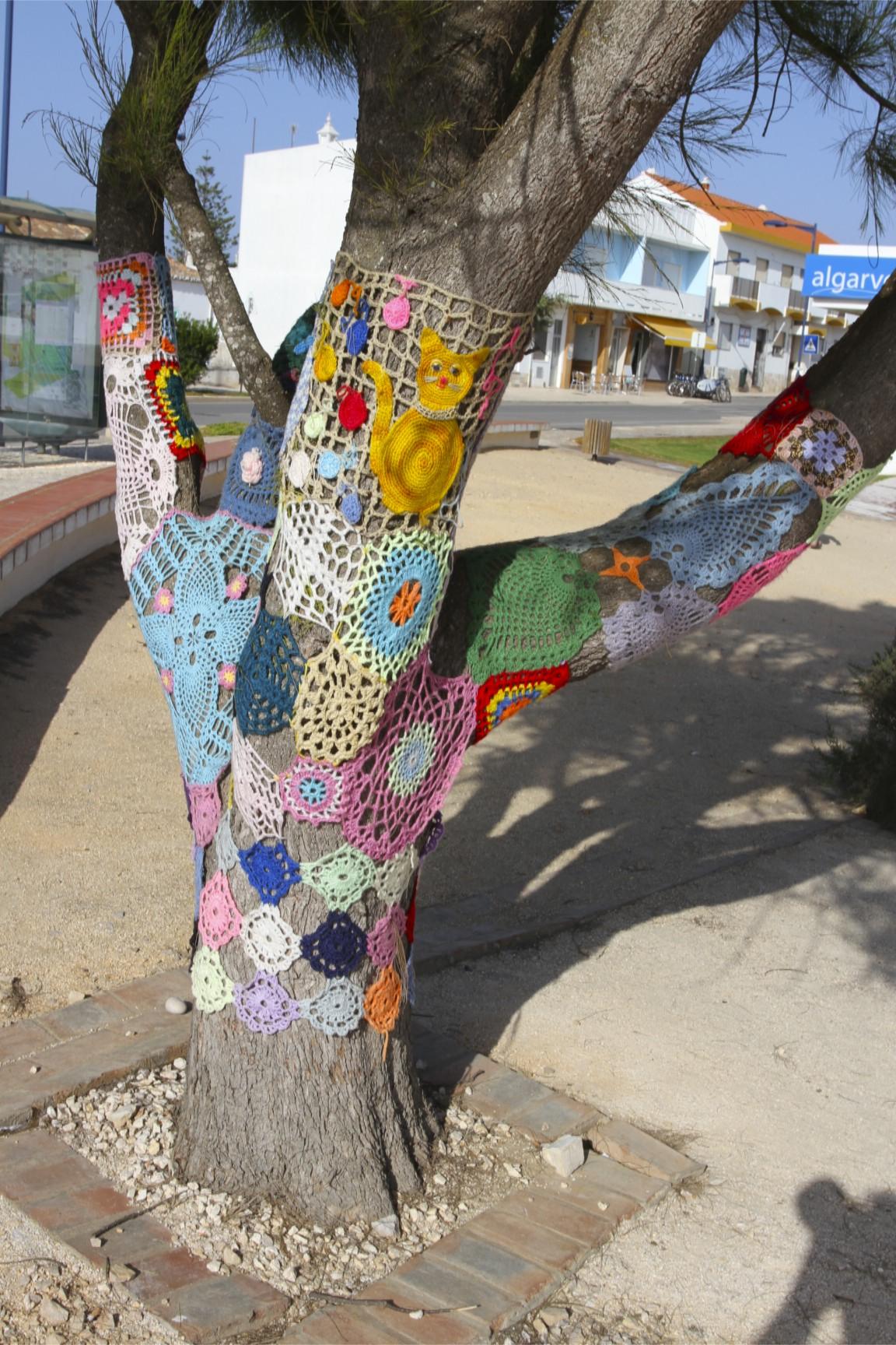 yarn bombing wool activism in sagres