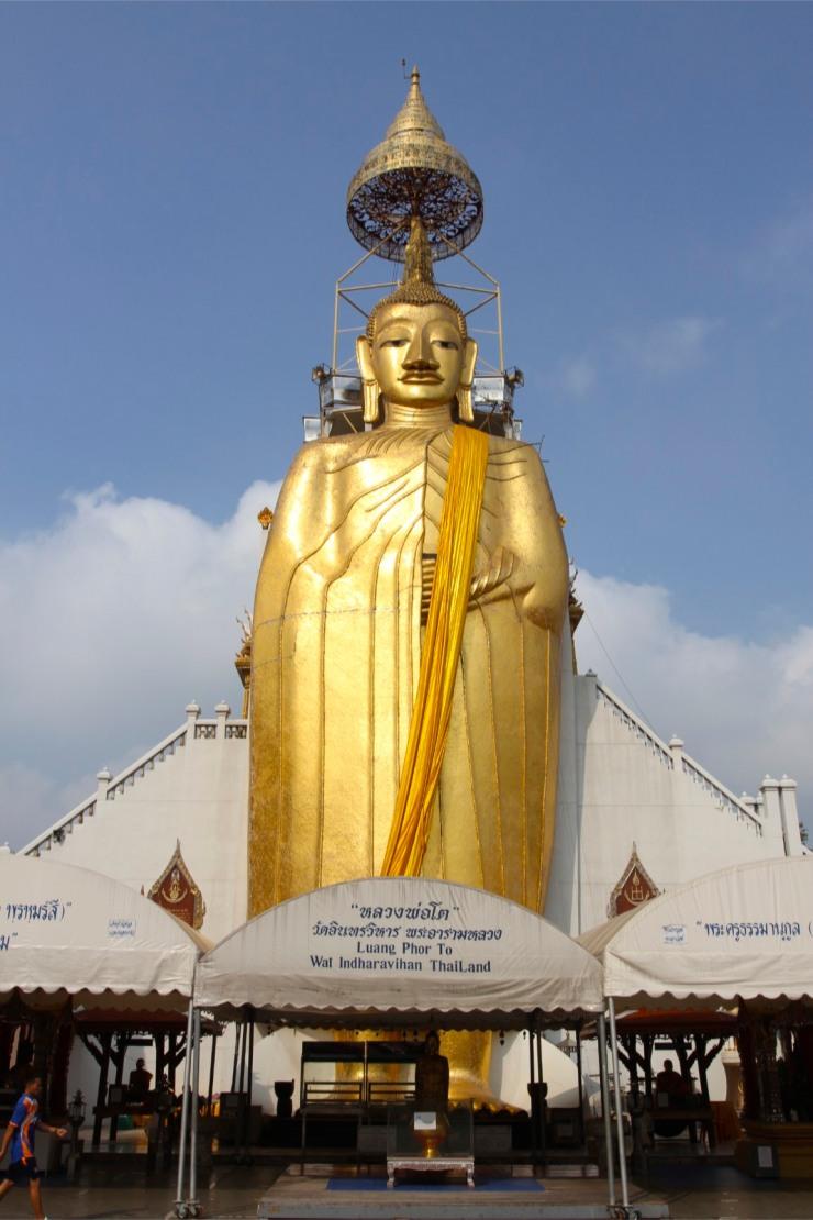 Giant standing Buddha, Wat Intharawihan, Bangkok, Thailand