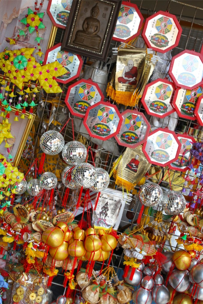 Offerings, Wat Traimit, Bangkok, Thailand