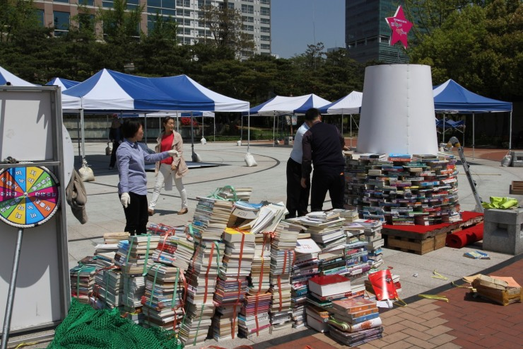 Book sellers, Daegu, Korea