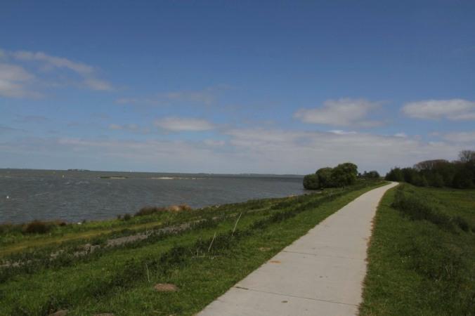 Cycle route along the Rijnkanaal, Netherlands