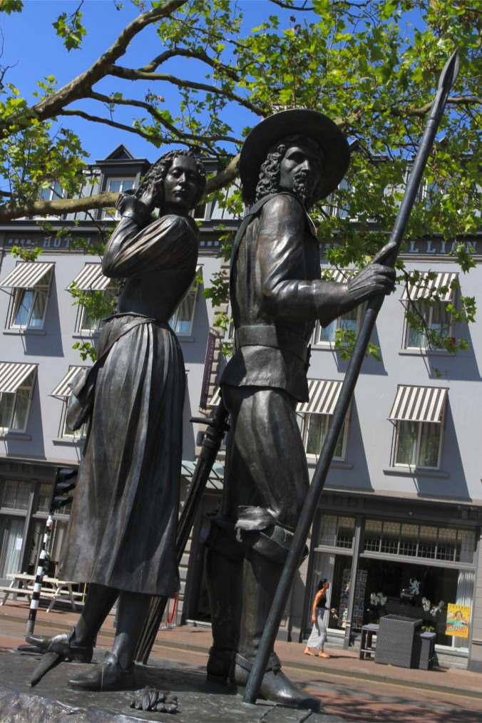 Wigbolt Ripperda and Kenau Simonsdochter Hasselaer statue, Haarlem, Netherlands