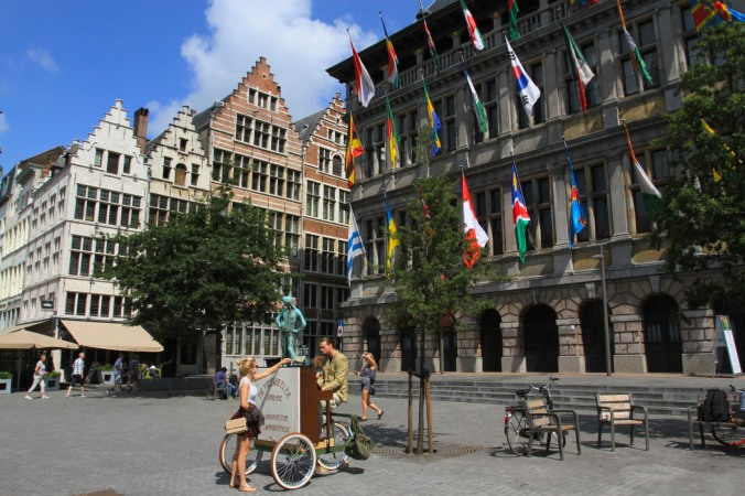 Busker, Antwerp, Belgium