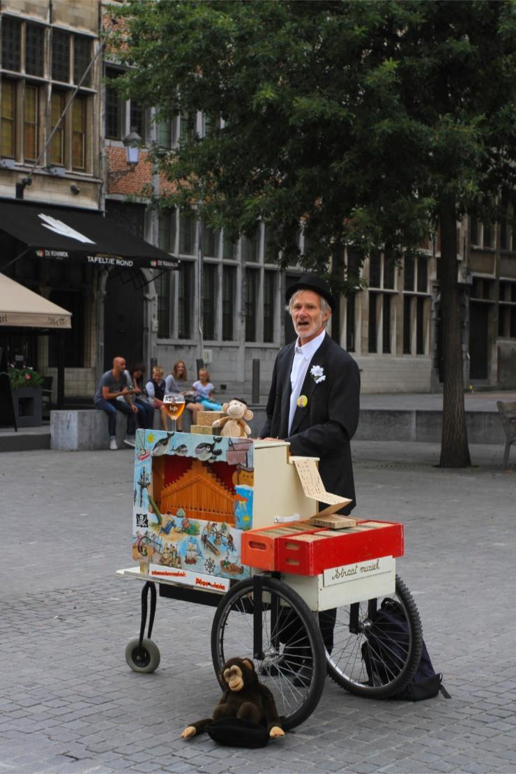 Street performers, Antwerp, Belgium