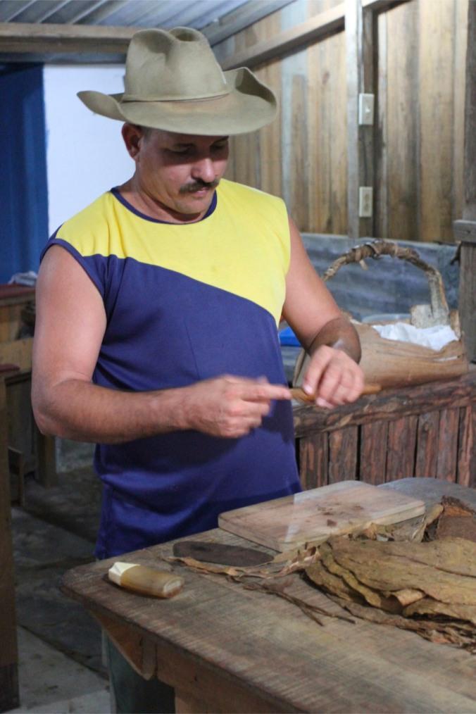 Cigar rolling, Valle de Silencio, Vinales