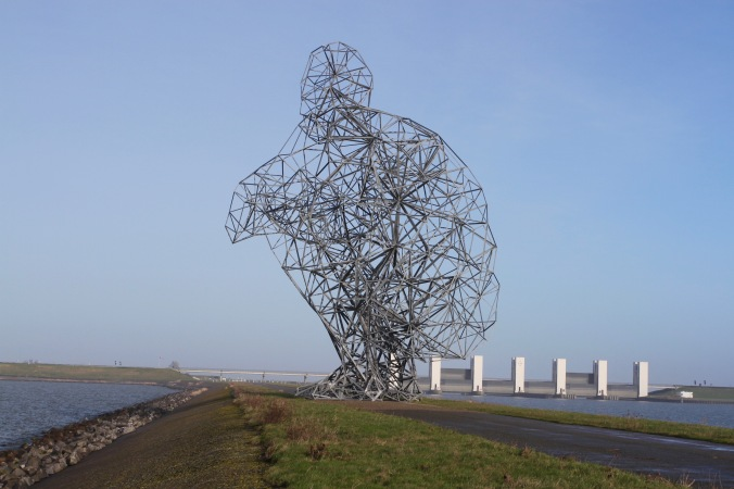 De hurkende man, Anthony Gormley's 'Exposure', Leylstad, Netherlands