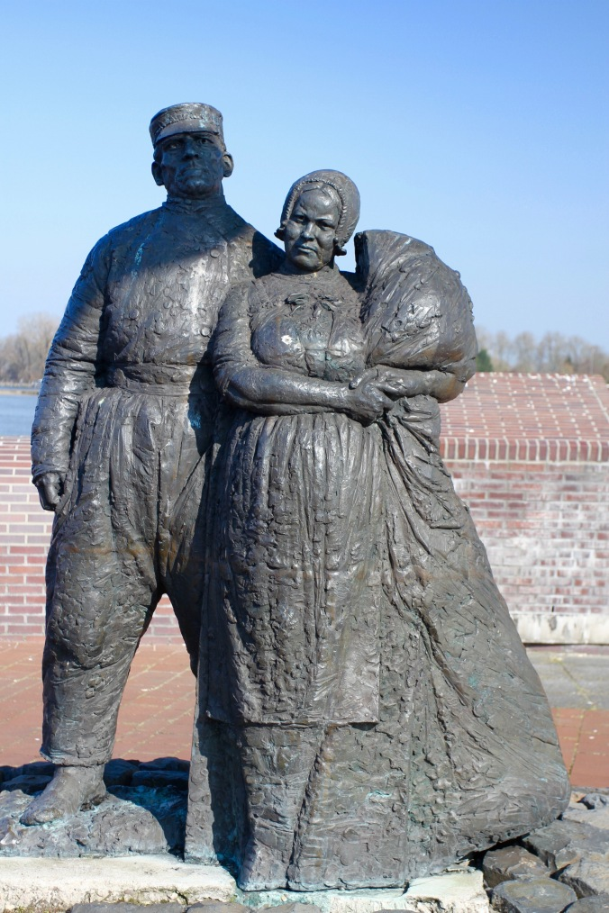 Statue of fisherman and woman, Kampen, Netherlands