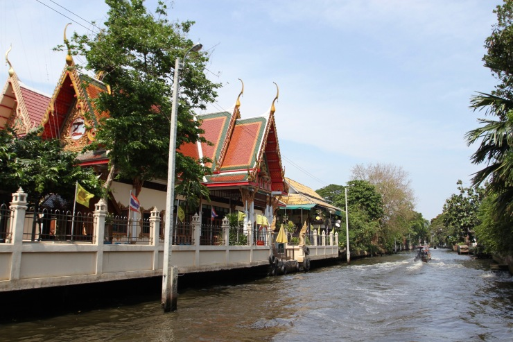 Temples on the canals in the Thonburi area of Bangkok, Thailand