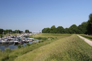Walking the old fortifications, Gorichem, Netherlands
