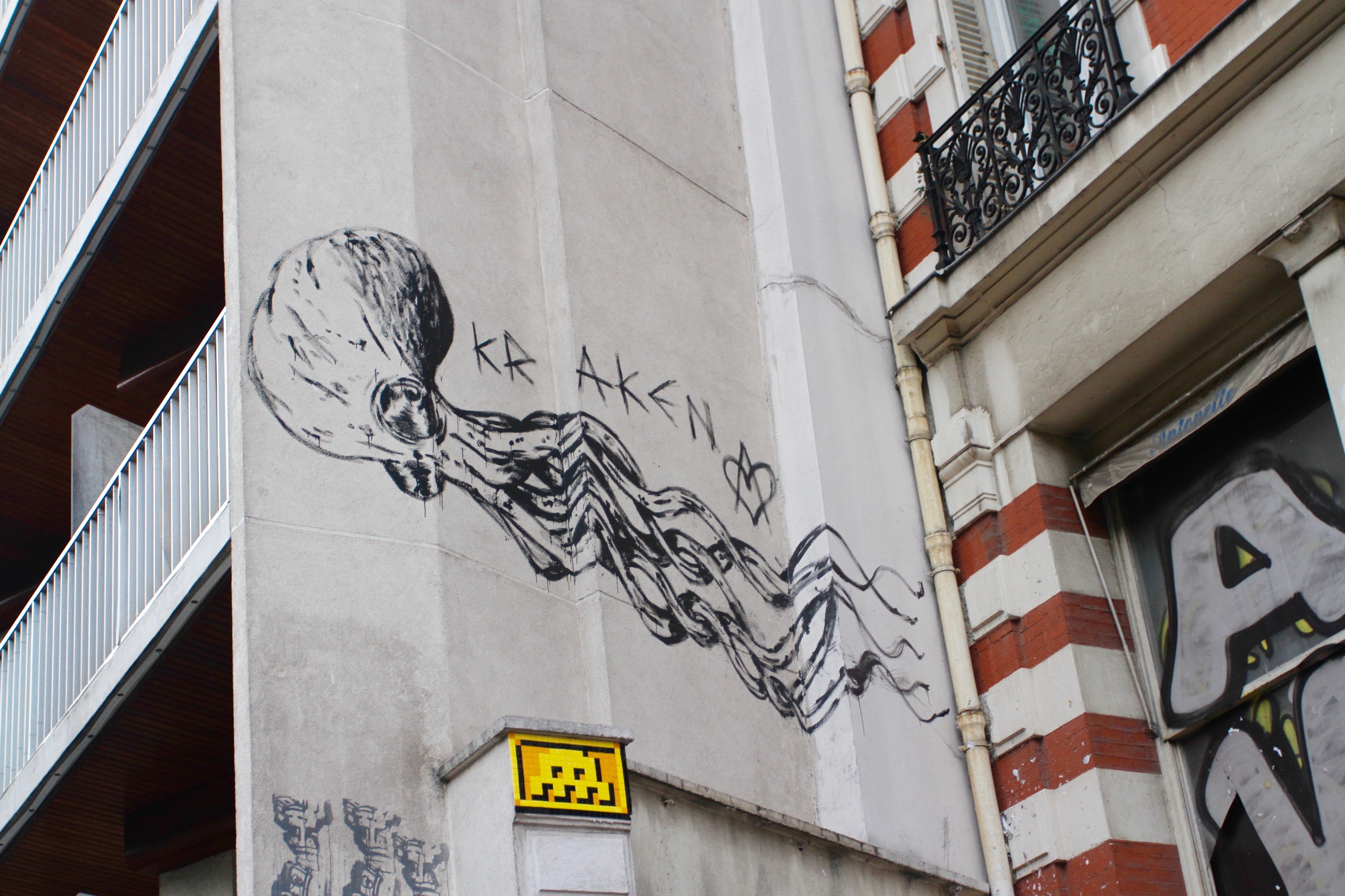 Bien connu Parisian Street Art: Beware the Kraken | notesfromcamelidcountry MU87