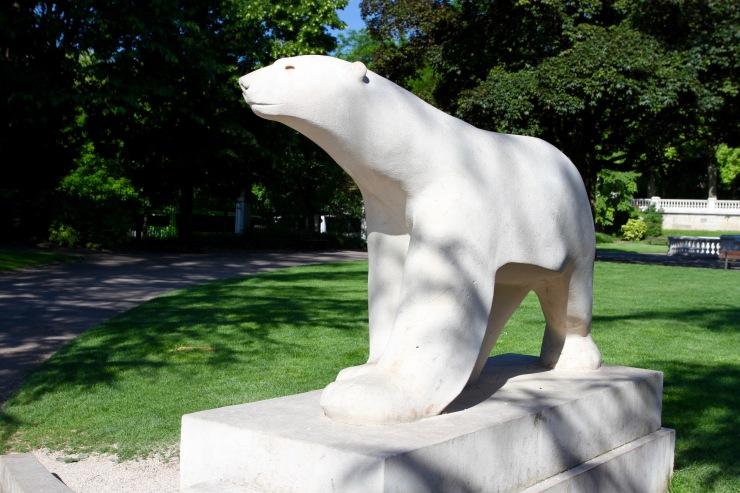 L'Ours Blanc, Jardin Darcy, Dijon, France