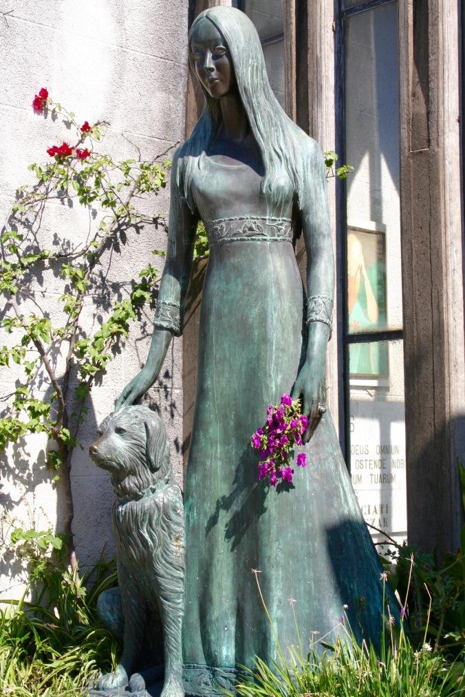 Tomb of Liliana Crociati de Szaszak, Cementerio de la Recoleta, Buenos Aires, Argentina