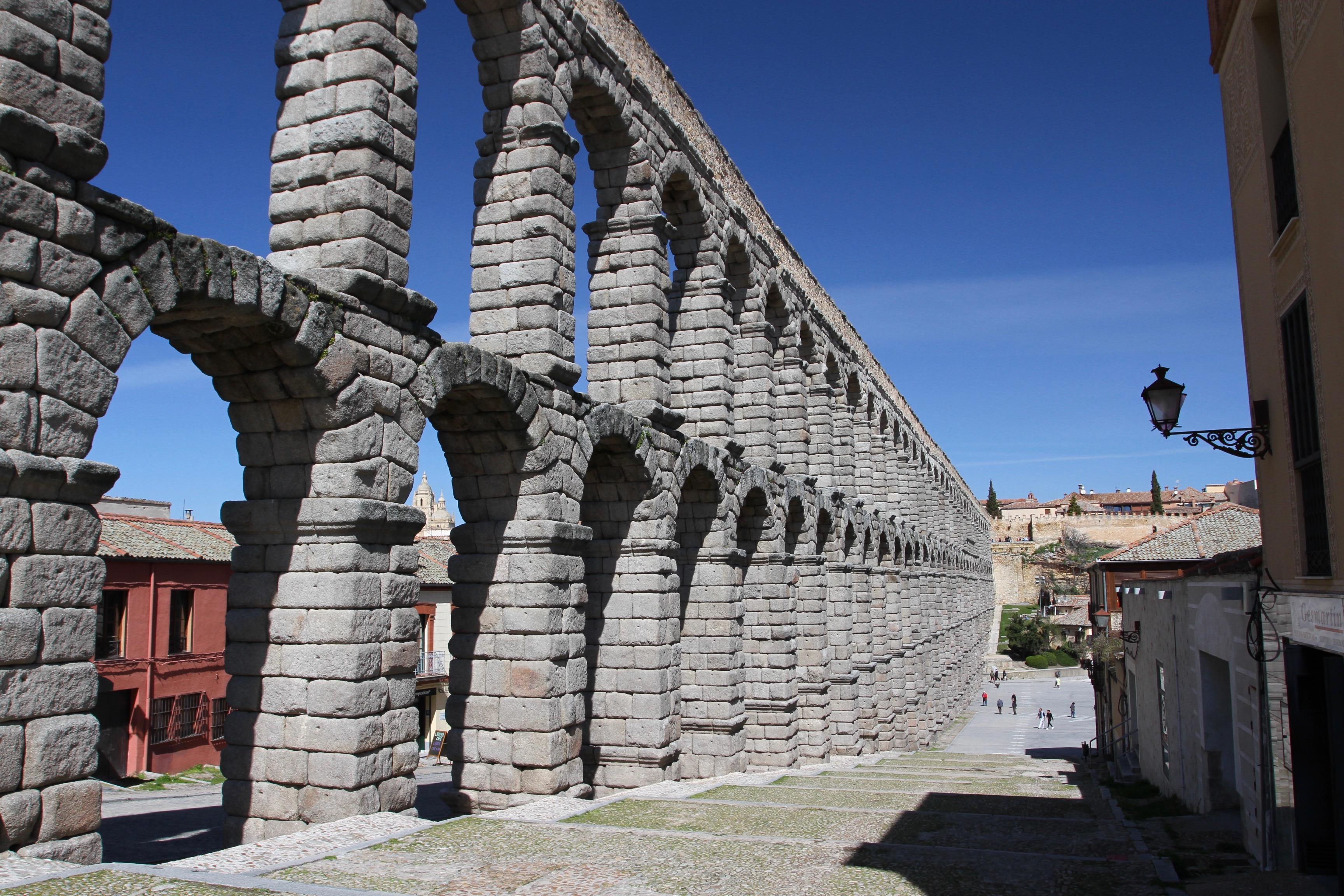 Segovia Aqueduct Tour