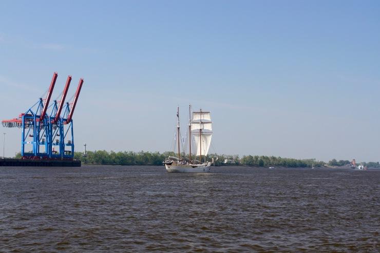 River Elbe, Neumühlen, Hamburg, Germany