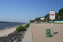 Beaches on the River Elbe, Neumühlen, Hamburg, Germany