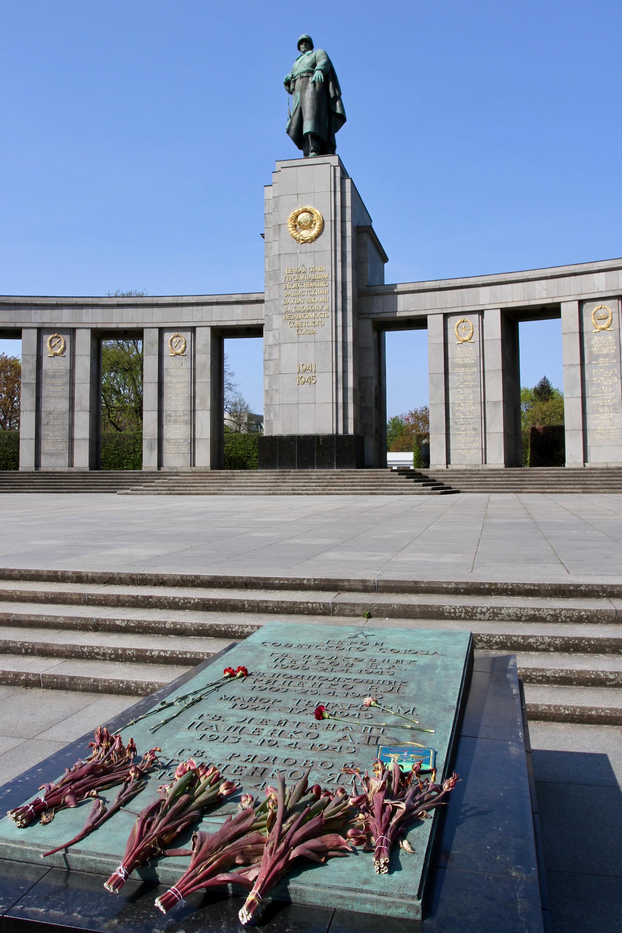 Russian memorial, Tiergarten, Berlin, Germany