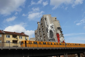 Daphne and Apollo by Francisco Bosoletti and Young Jarus, Berlin Street Art
