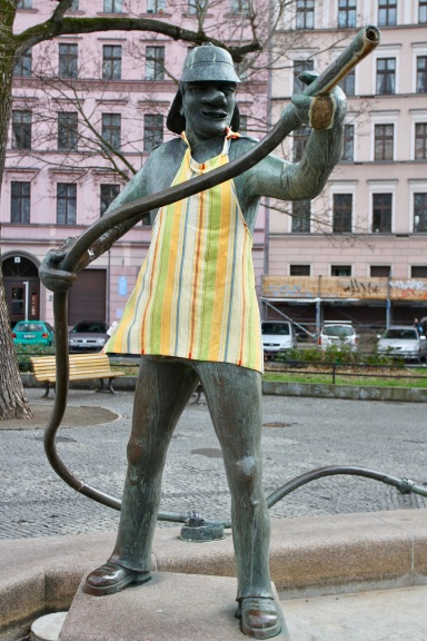 Fireman Fountain with apron, Berlin, Germany